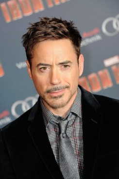 Robert+Downey+Jr+Iron+Man+3+Premieres+Paris+_vWSdlrRhtMl